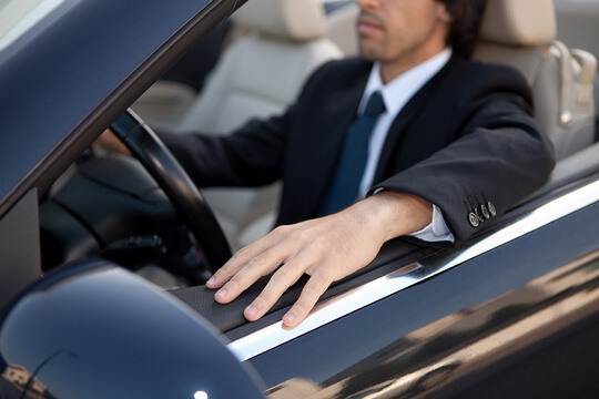 businessman-driving-main